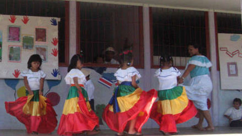 Paths of Hope - Livelihoods in Three Caribbean Communities of Costa Rica